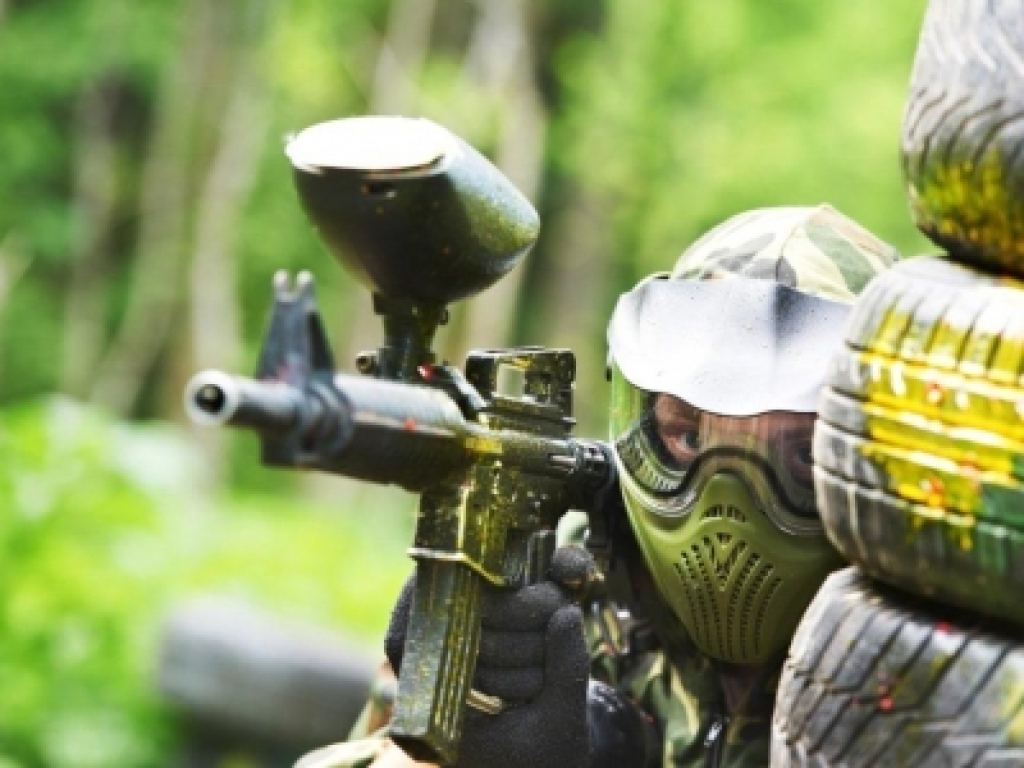 Infinity Paintball : partita a paint ball + attrezzatura + bibita per 8 Persone